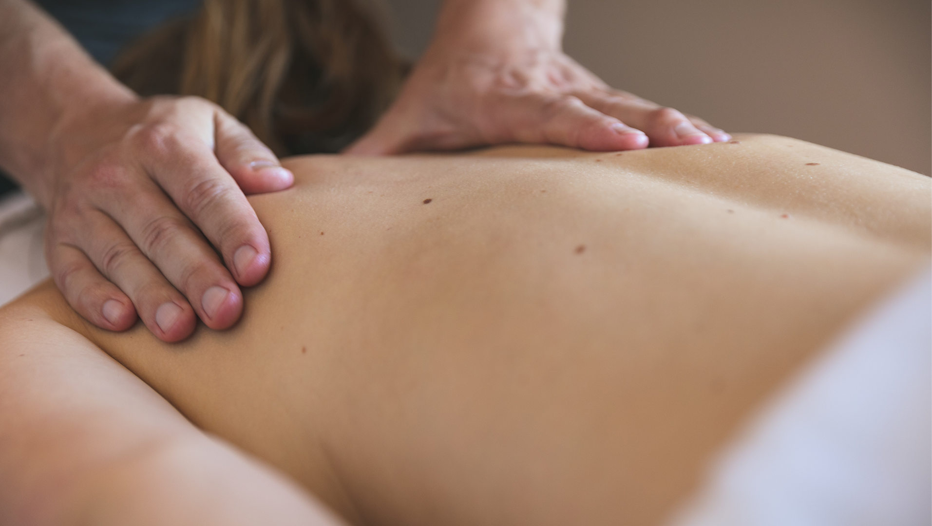 Massage_Back_0C3A4811